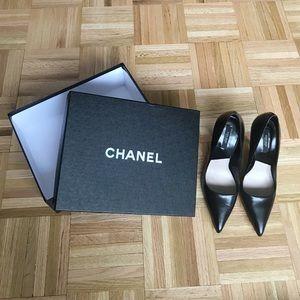 {Zara} Black Leather Stiletto.